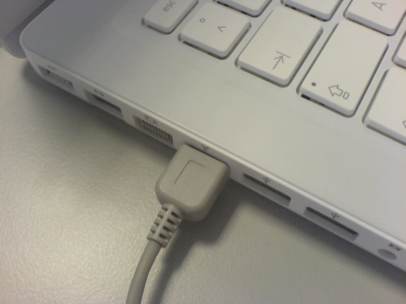 MacBook FireWire socket with cable